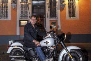 Michel Sarran devant le restaurant / Harley-davidson Fat Boy - 28/29.04.2015 - Portrait - Michel Sarran - 21 Boulevard Armand Duportal, 31000 Toulouse
