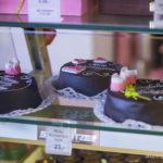 Le Sachertorte, tarte au chocolat et la confiture d'abricots.