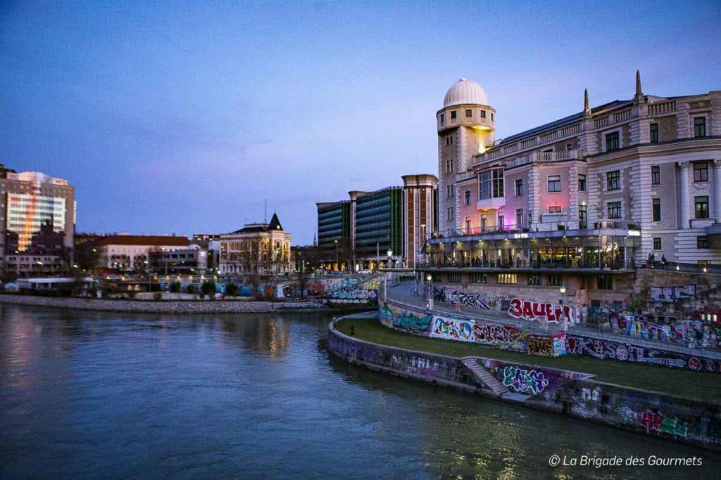 Les lumières nocturnes nous révèlent un autre Vienne plus urbain