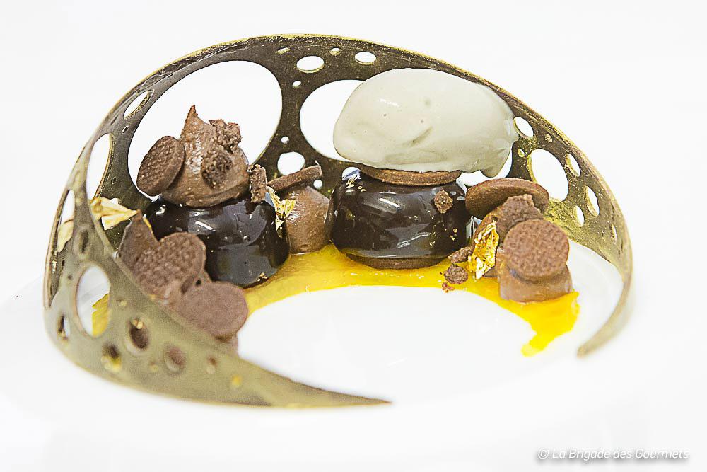 Dessert chocolat/kumquat et sésame noir